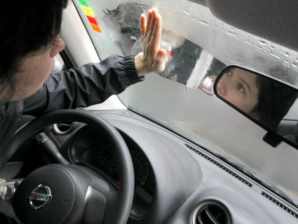 Elimina el vaho del coche